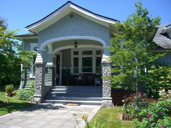 The Kirk House Bed & Breakfast: 1907 Craftsman Home