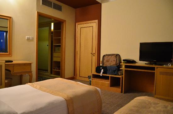 City Seasons Hotel: Room