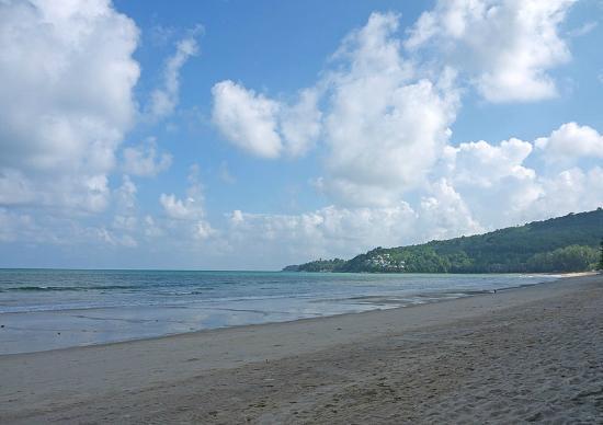 Kamala Beach: На берегу - направо