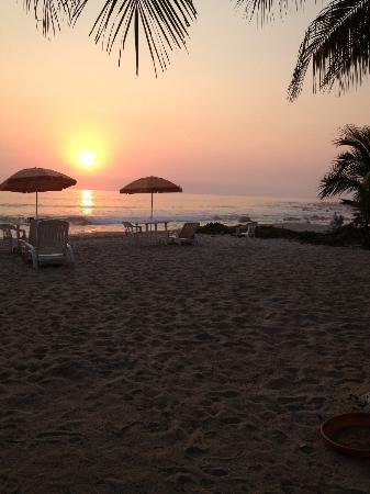 Tronco Bay Inn Resort: manzanillo Bay at Sunset from the pool