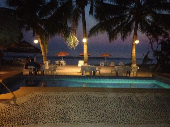 Tronco Bay Inn Resort : Night was really magic here - mellow, quiet, tranquil