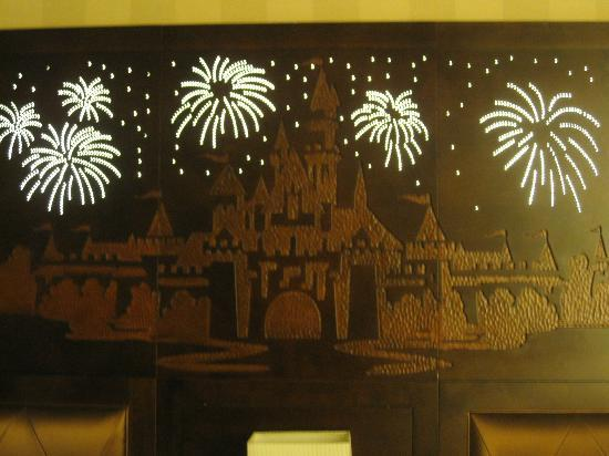 Disneyland Hotel: Our Headboard that lights up and plays music