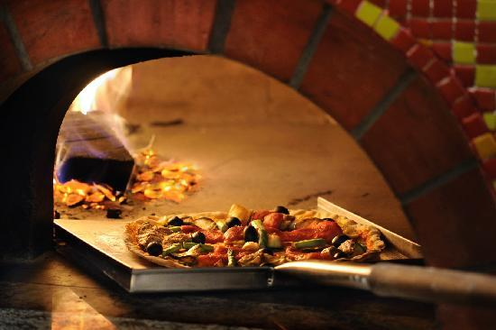 DoubleTree by Hilton Gurgaon-New Delhi NCR: Woodfired Pizza oven at Spiritual Bar