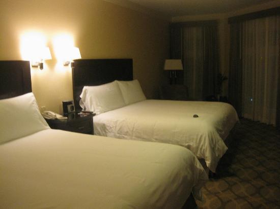 West Inn & Suites Carlsbad: Our room from one end