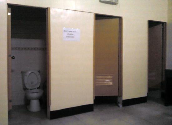 Punta de Fabian: Loft type room: The bathrooms with centralized light switch