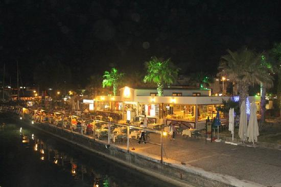 Sevilla Cakiroglu Cafe Bar & Restaurant