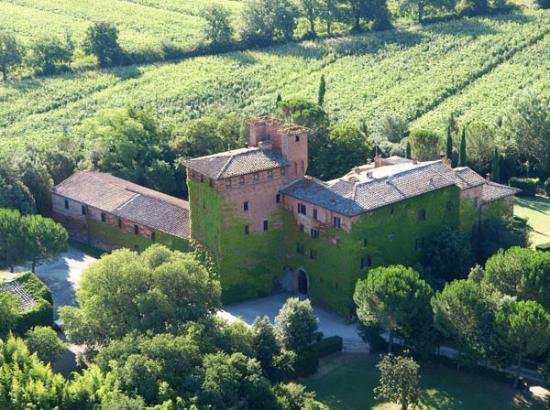 Castello di San Fabiano: La Torre, la Villa, il Granaio con le scuderie