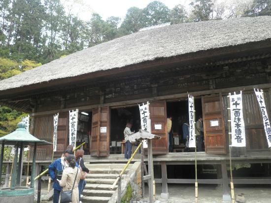 Sugimotodera Temple: 本堂、中に入れます