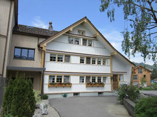Bären - Das Gästehaus: L'hôtel depuis le jardin