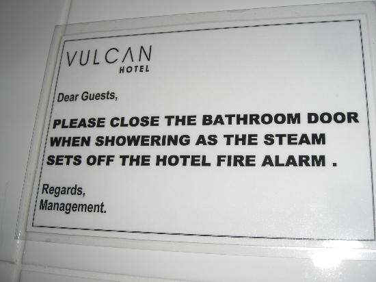 Vulcan Hotel: sign in the bathroom