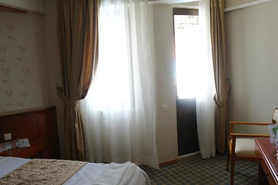 Hermes Hotel : room