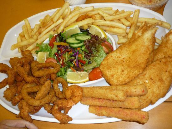 Sea Spray Cafe: Huge serving with different seafoods (recommended for 4 people)