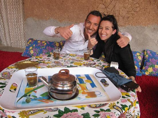 Dunes & Desert Exploration : ... with a nice tea break in inhabitant house.   :)