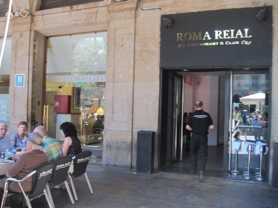 Ingresso hotel e bar adiacente picture of roma reial - Hotel reial barcelona ...