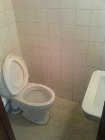 Hotel - Restaurant Nurmeshovi: toilet