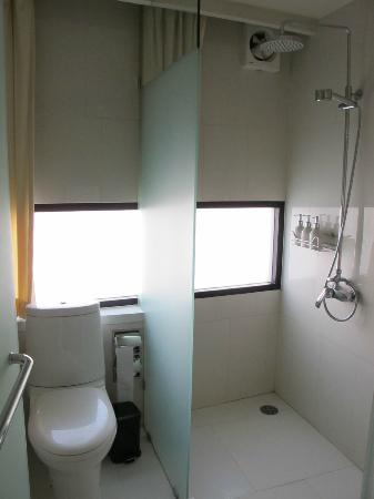 I Galleria Hotel Sukhumvit 13: Bathroom
