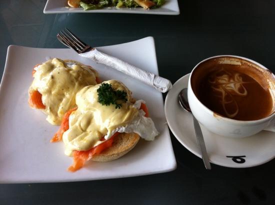 Vanilla Bean Cafe : Egg benedict with salmon