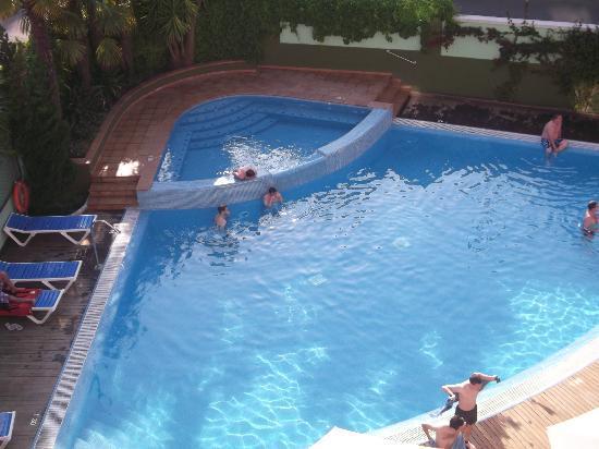 Hotel Acapulco Lloret de Mar : view from y friends balcony