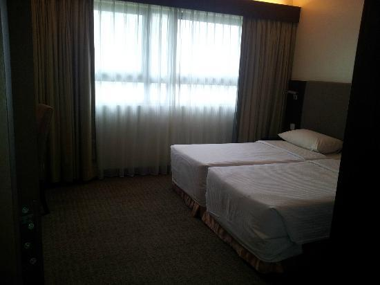 Crown Regency Serviced Suites : second bedroom