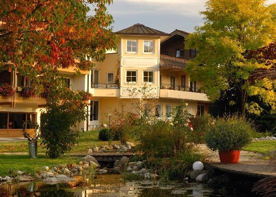 Hotel Rosenstock: Hausansicht vom Garten