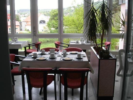 Altstadthotel: On of the two dining areas for breakfast
