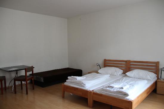Hotel Cyrus: Room