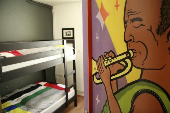 Sax Hostel: Miles Davis room