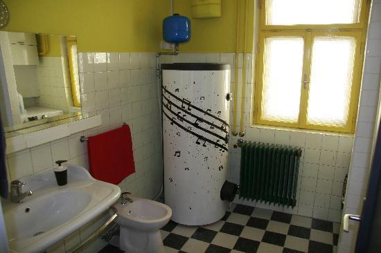 Sax Hostel: Bathroom 1