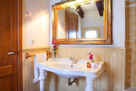 Hotel Abaco Altea: Quarto de baño Moulin Rouge