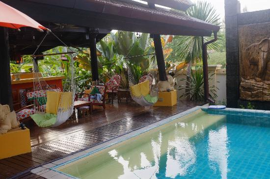 Dreamcatchers B&B: Swimming pool area