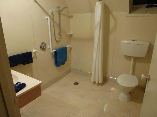 Mountain Chalet Motels: Baño