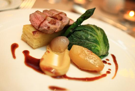 St. Tudno Hotel: Duo of Welsh lamb, chateaux potato, Maderia jus