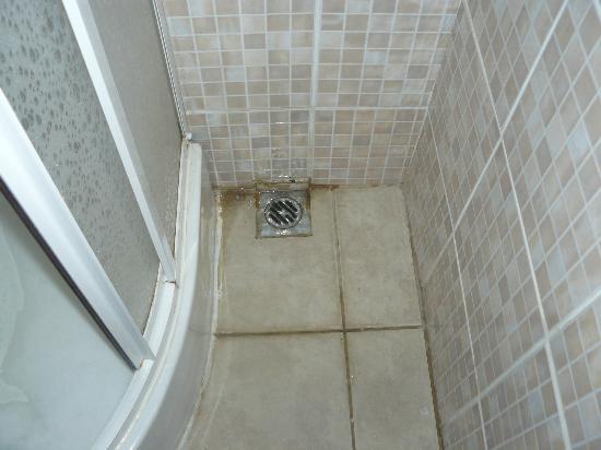 Bodrum Nova Suites Hotel -All Inclusive: Floor in shower room