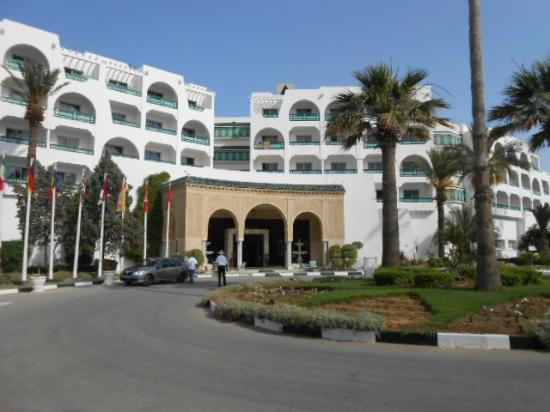 Marhaba Beach Hotel: front of the hotel