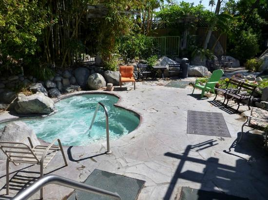 Vista Grande Resort - A Gay Mens Resort: Hot Hot... Hot tub