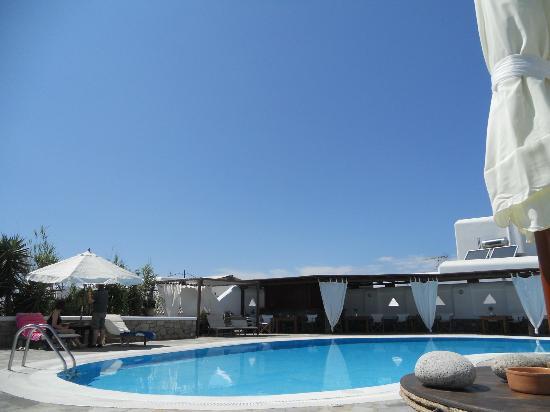 โรงแรมเจสัน: From the pool