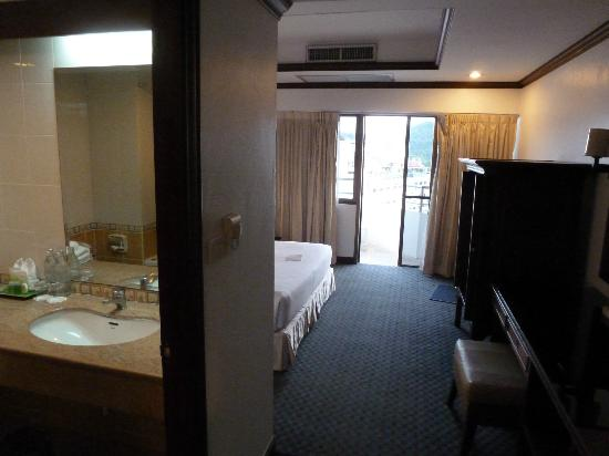 Grand Hotel Pattaya: room and bath room