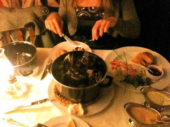 Casa Roberto: Mussels + 3 sauces