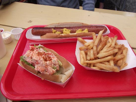 Burger Queen : Lobster Roll, Fries & Beef Dog