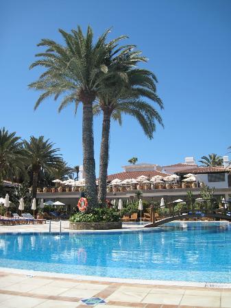 Seaside Grand Hotel Residencia: Blick vom Pool zur Frühstücksterrasse