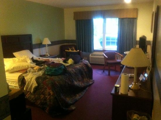 Casco Bay Inn: King bed room