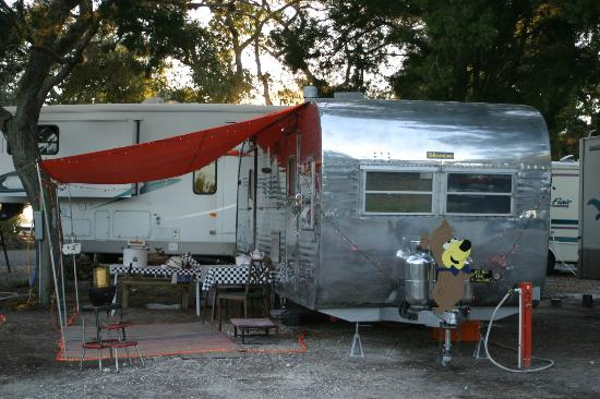 Sunset Isle RV Park/Motel: Tin Can Tourist Shot