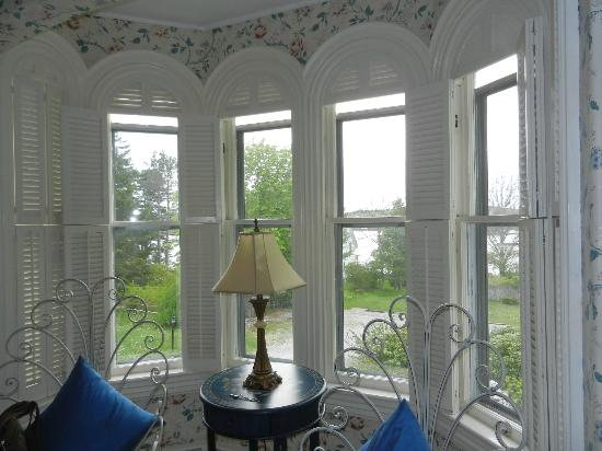 The Hodgdon Island Inn: Bay window in our room