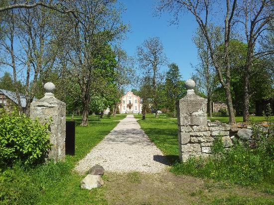 Padaste Manor: gezien door de tuin, of zeg maar, park