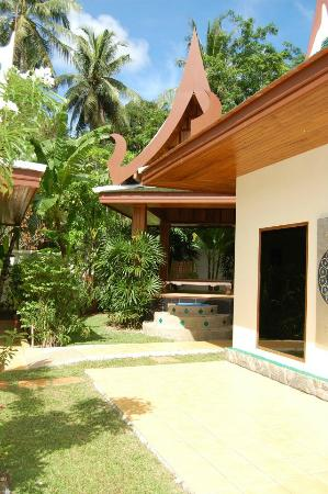 Baan Malinee Bed and Breakfast: Le Jardin/espace de détente