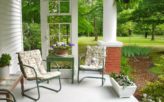 Carol's Garden Inn: Relax, read a book