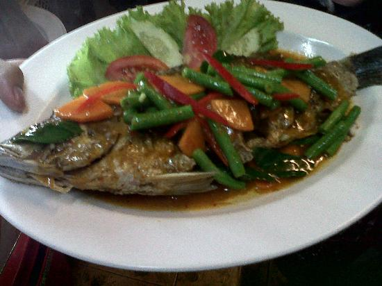 Onn Onn Corner Hua Hin: fried fish with chili sauce