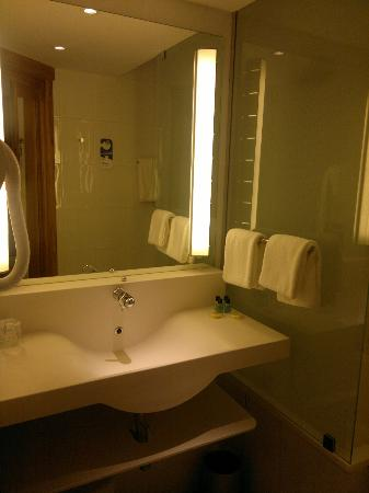 Novotel Mohamed V : Nice clean bathroom