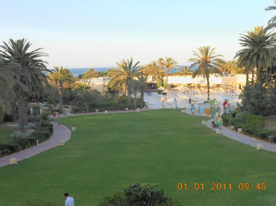 JAZ Tour Khalef Thalasso & Spa: View from the terrace down towards the pool