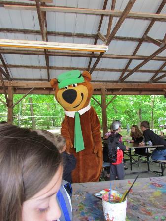 Yogi Bear's Jellystone Park: story time